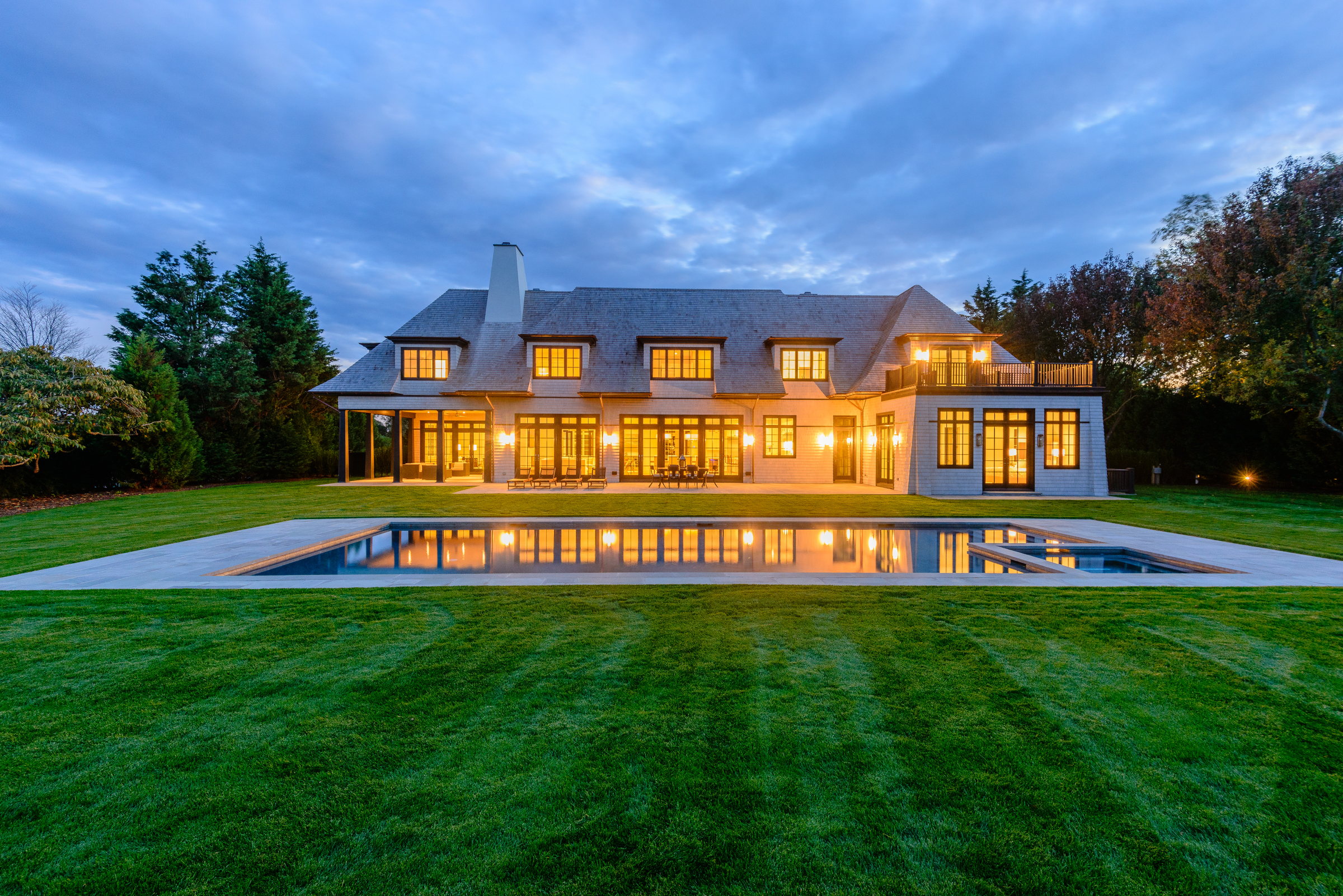 Bridgehampton-Modern Horse Farm Views